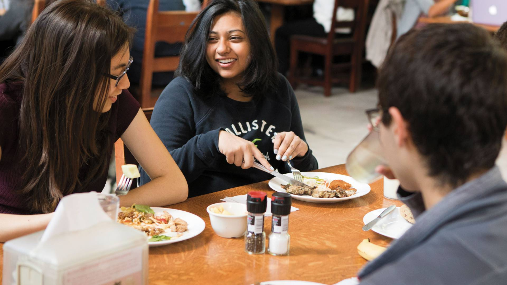 Binita Gupta eating with friends in dining hall