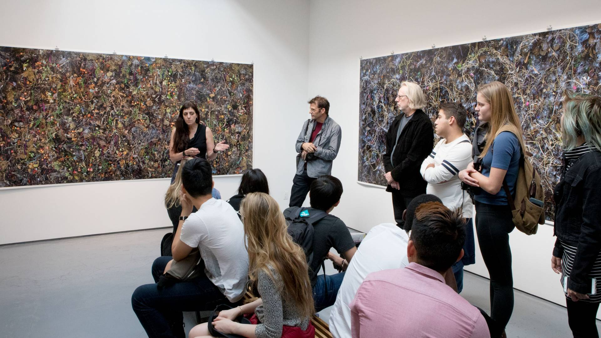 Artist discusses her work with students in New York gallery