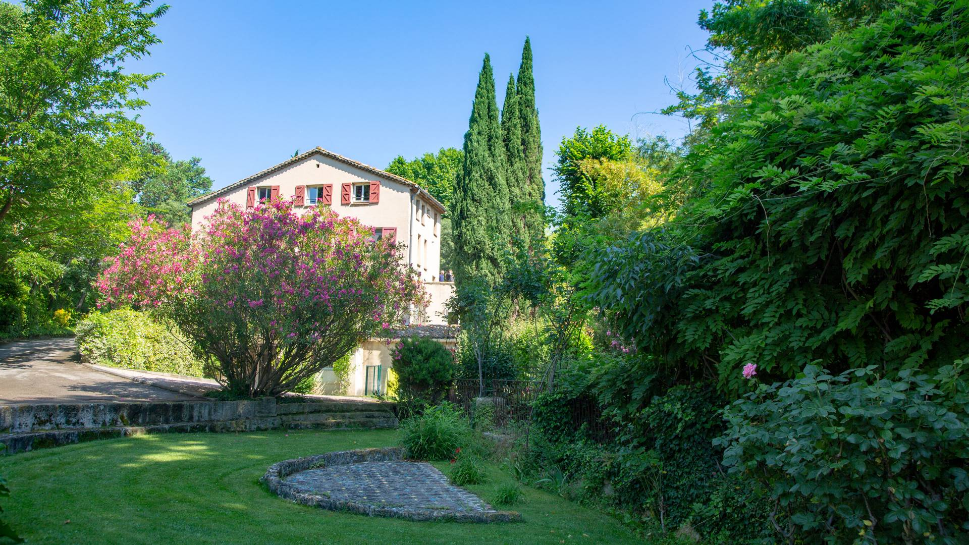 Grounds and house at Aix-en-Provence language institute in France