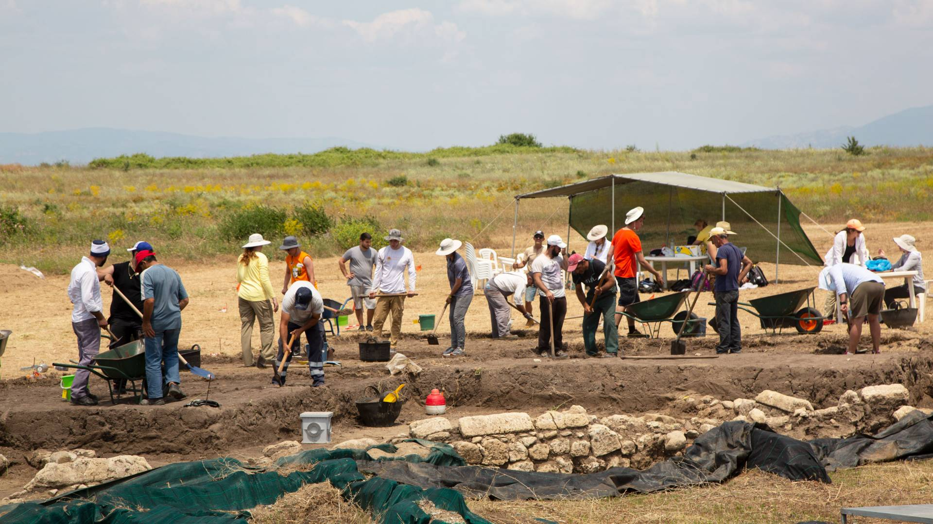 Students digging at excavation site