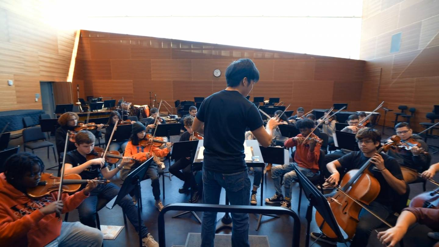 Lu Chen conducts a practice session