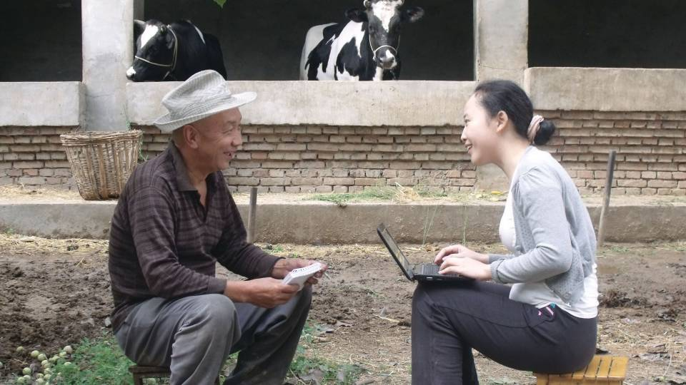 A Chinese sociologist conducts interview