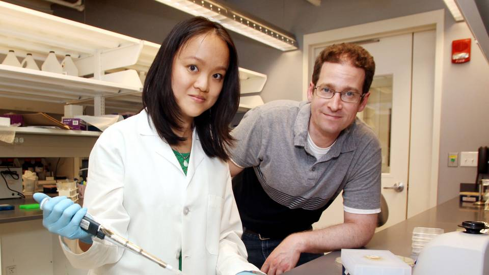 Wendy Mok and Mark Brynildsen in the lab