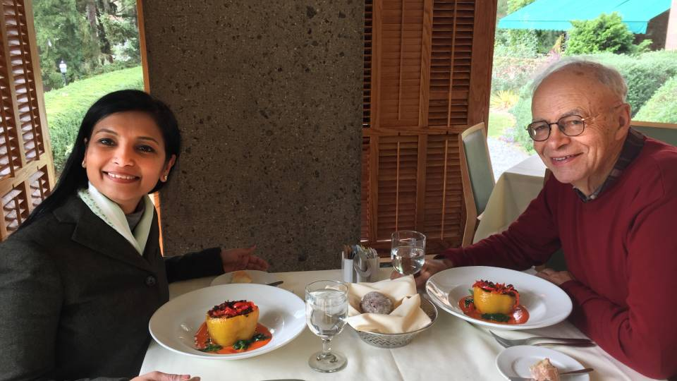 Smitha Haneef and Peter Singer eating lunch together