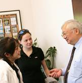 Gordon Wu speaking with undergraduate students