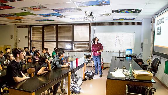 High School Physics Classroom Design : Pppl allows high school students to experiment with plasma