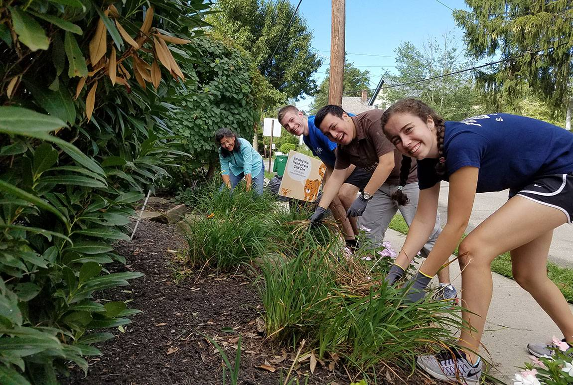 Orientation 2016 Sylvie Thode, a first-year student from New York City, Andres Irribarra, a first-year student from Chile, Justin Hamilton, a first-year student from Limestone, Maine, and Maria LoBiondo, Editorial Coordinator with Development Communications in the Office of Development, help clean up the gardens outside Princeton Nursery School