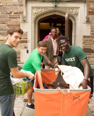 Orientation 2016 students move into the dorms