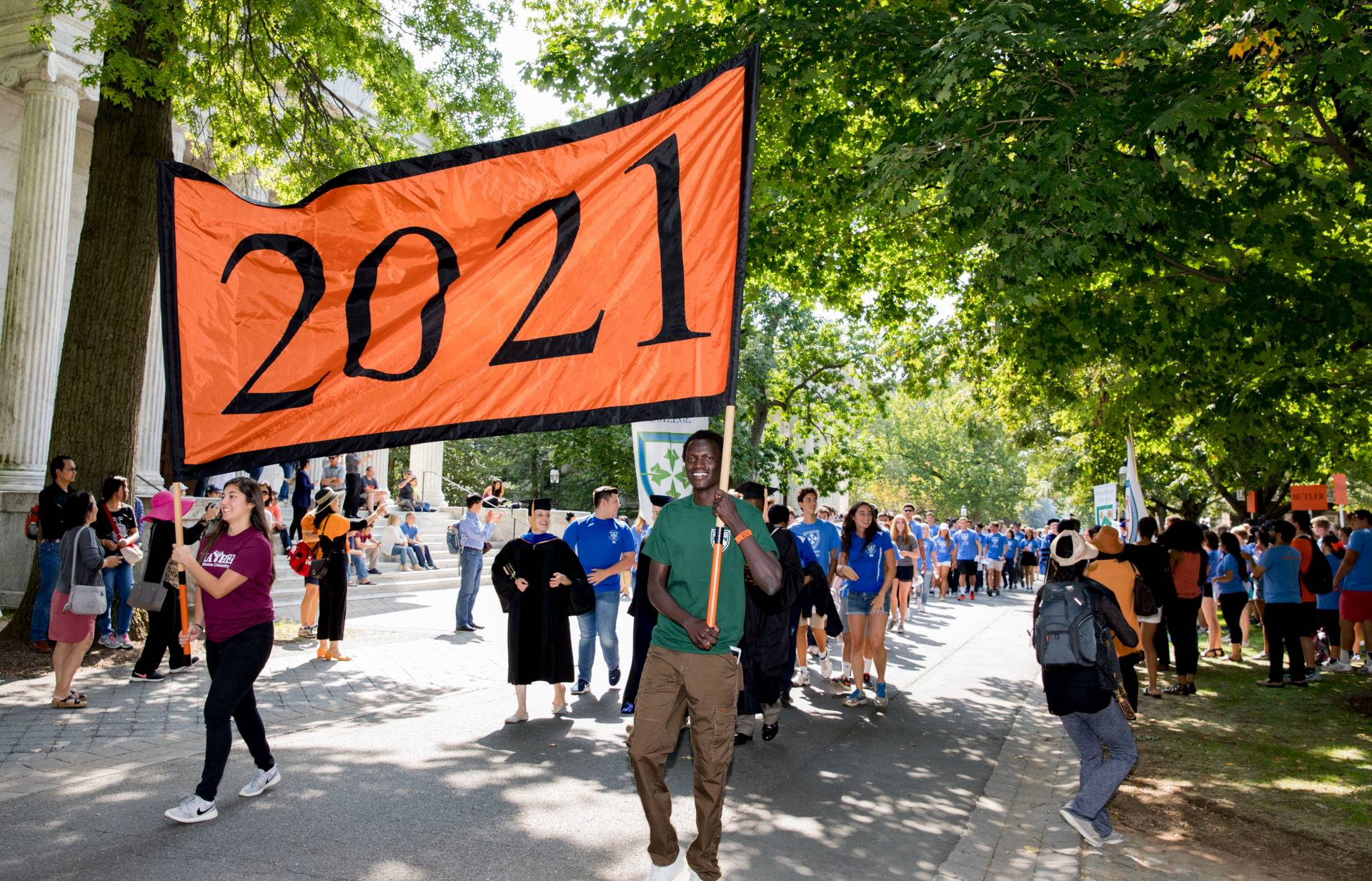 Students carry 2021 banner