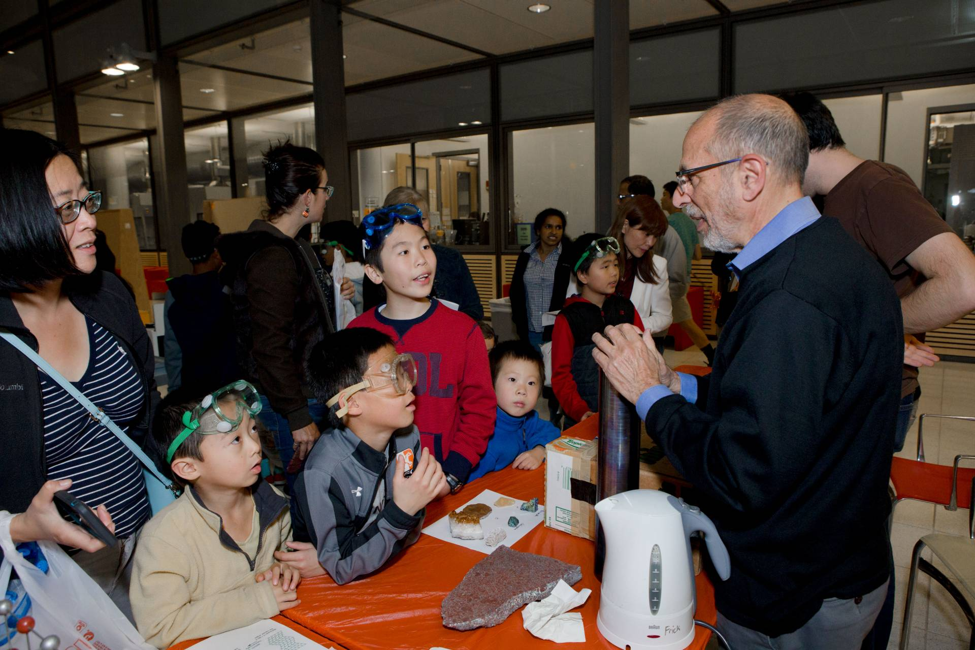 Professor Robert Cava talking to children at Chemistry Rocks event