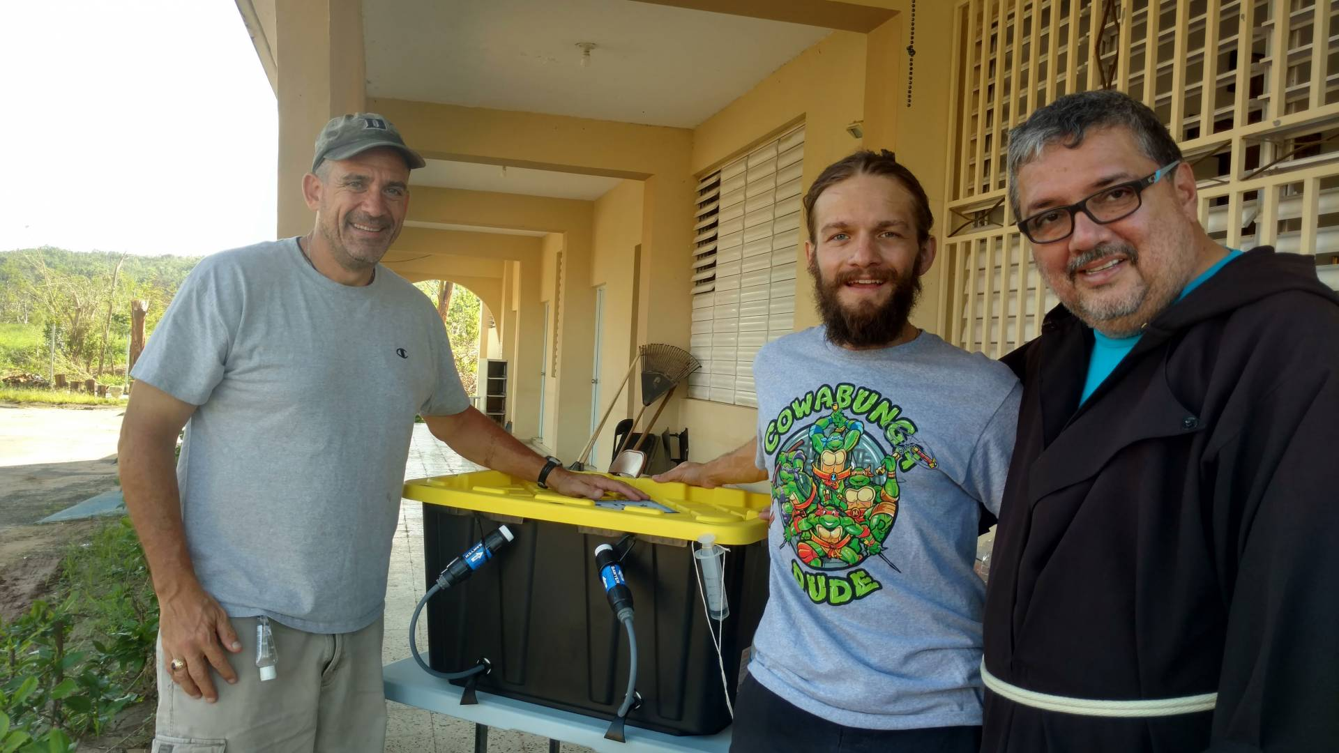 With help, Alan Kaplan delivers a water filtration unit in Puerto Rico