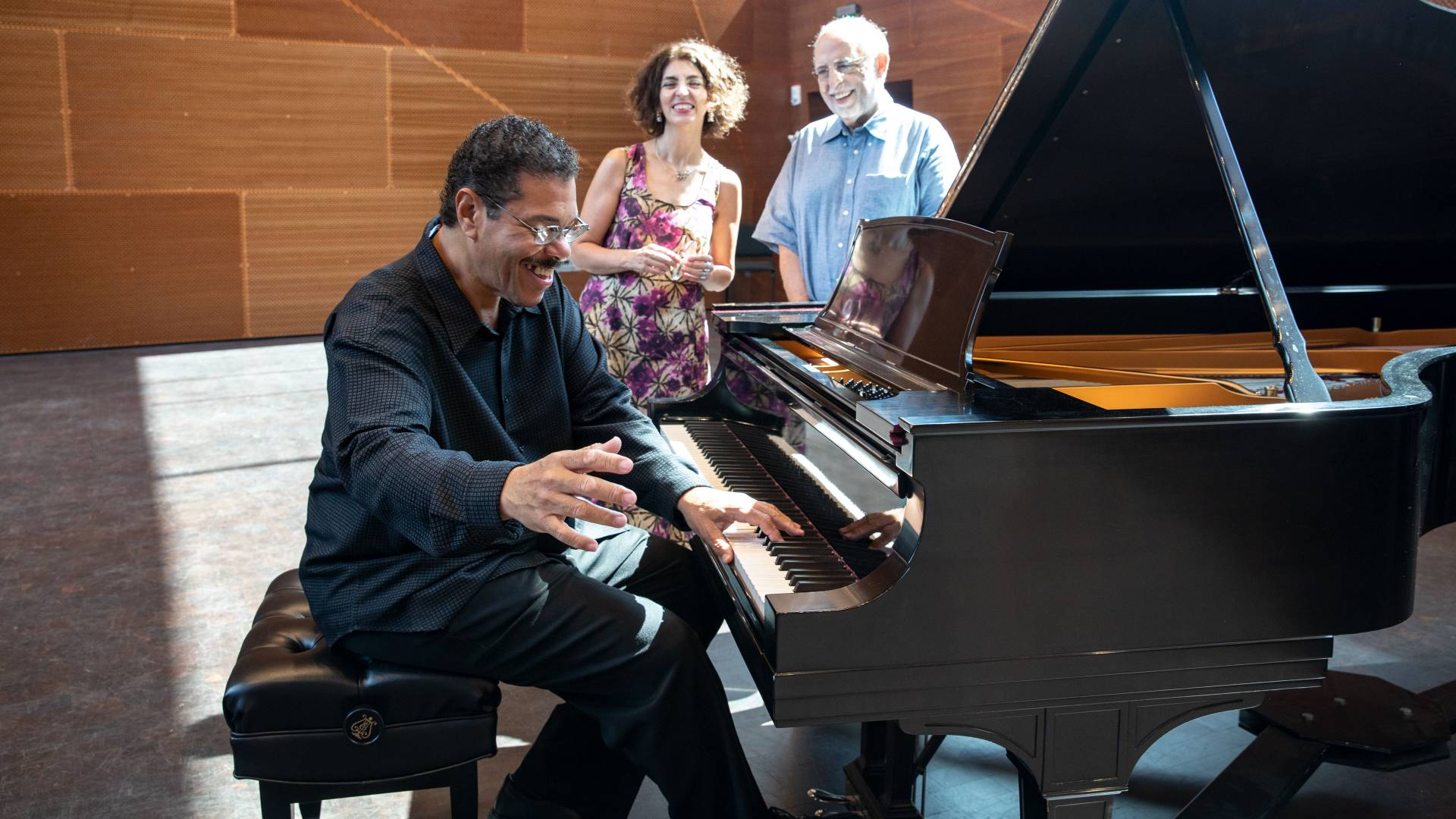 Alfonso Fuentes at piano, Gabriela Nouzeilles and Arcadio Díaz-Quiñones