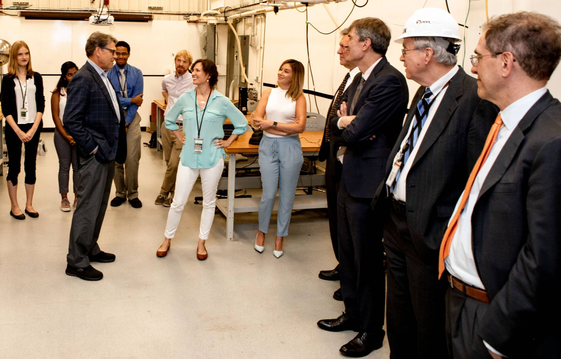 Shannon Greco speaking with Secretary Perry during tour of Princeton Plasma Physics Lab
