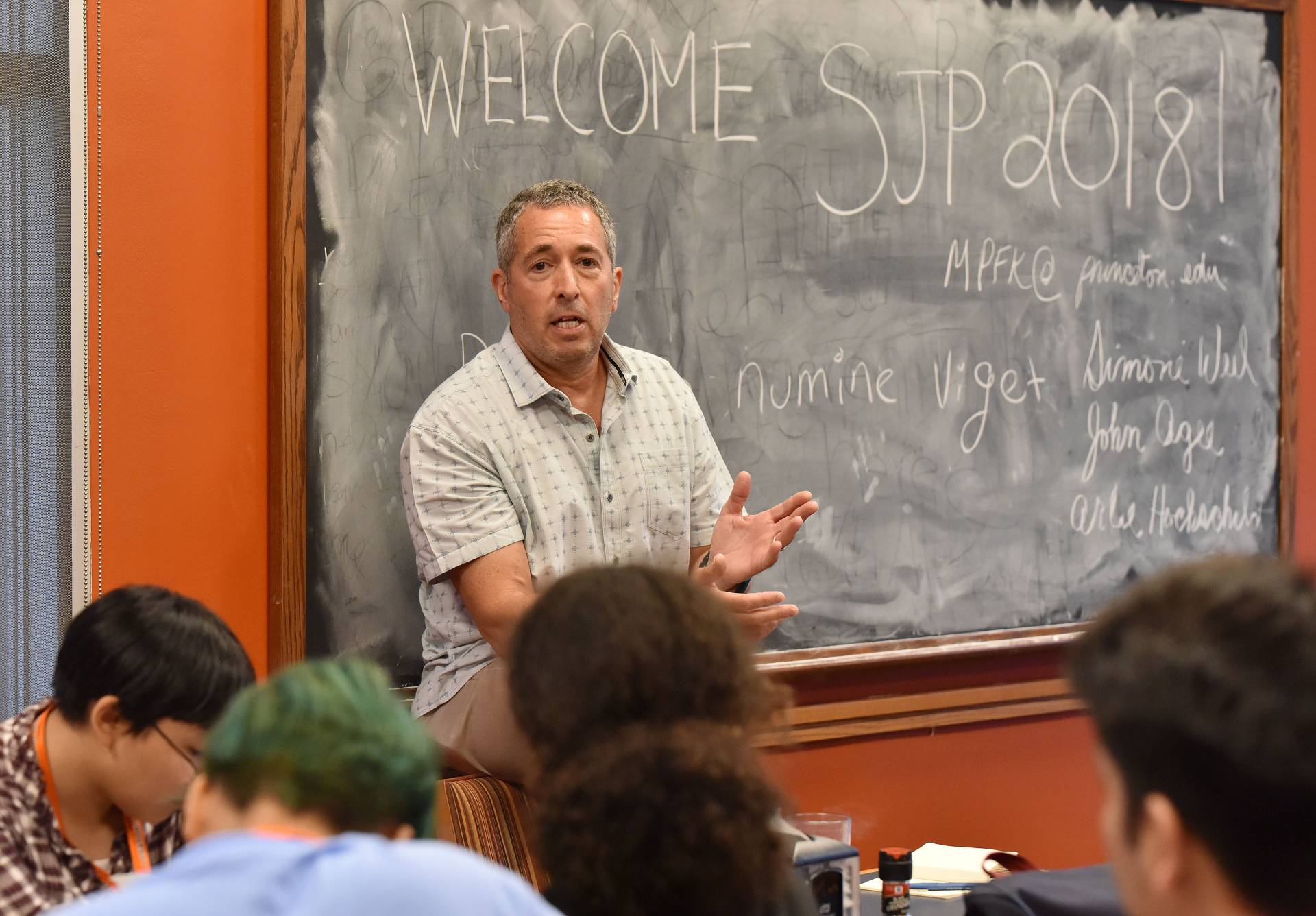 Eldar Shafir teaching students in summer journalism program