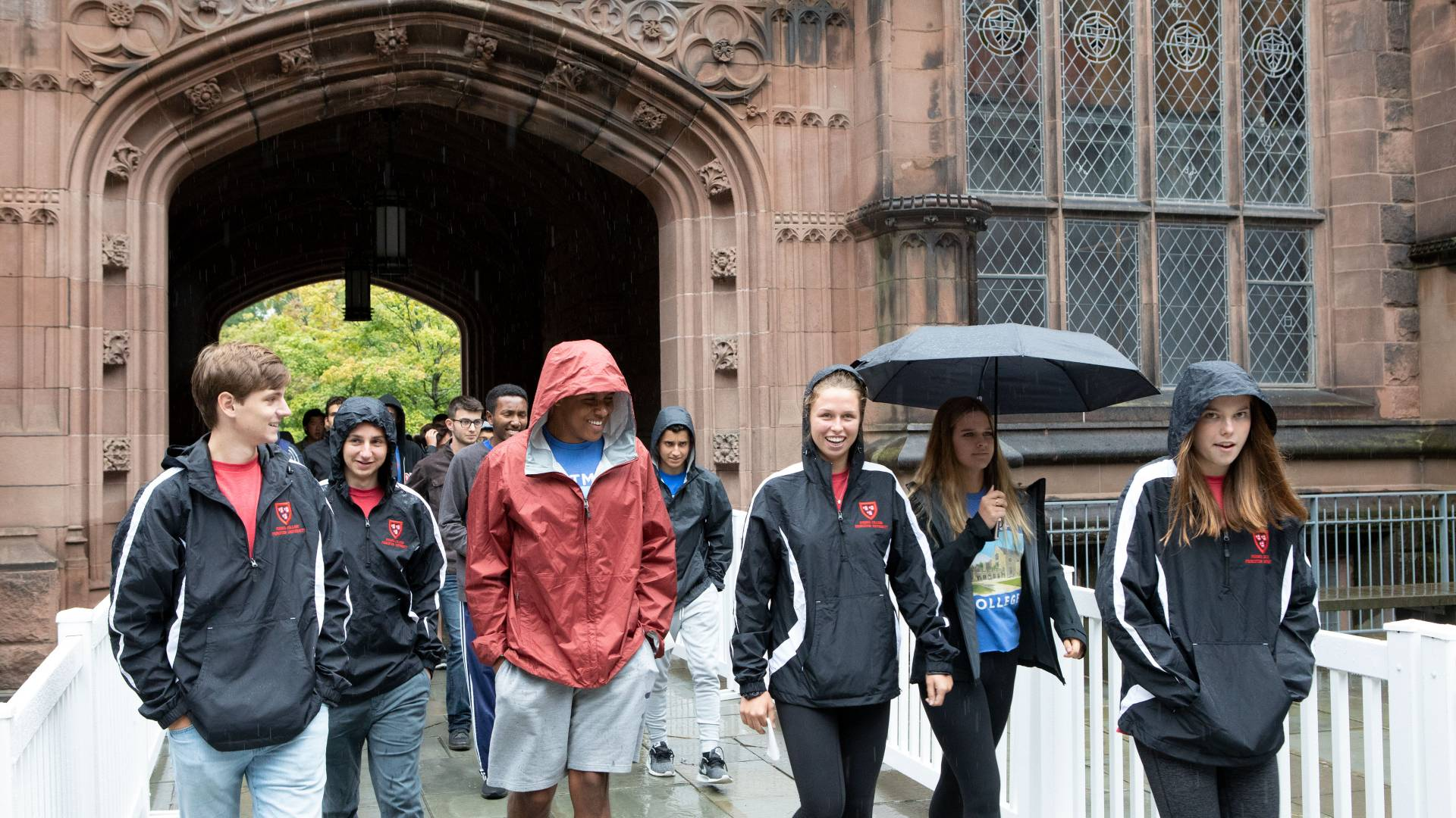Students walking through Johnson Arch