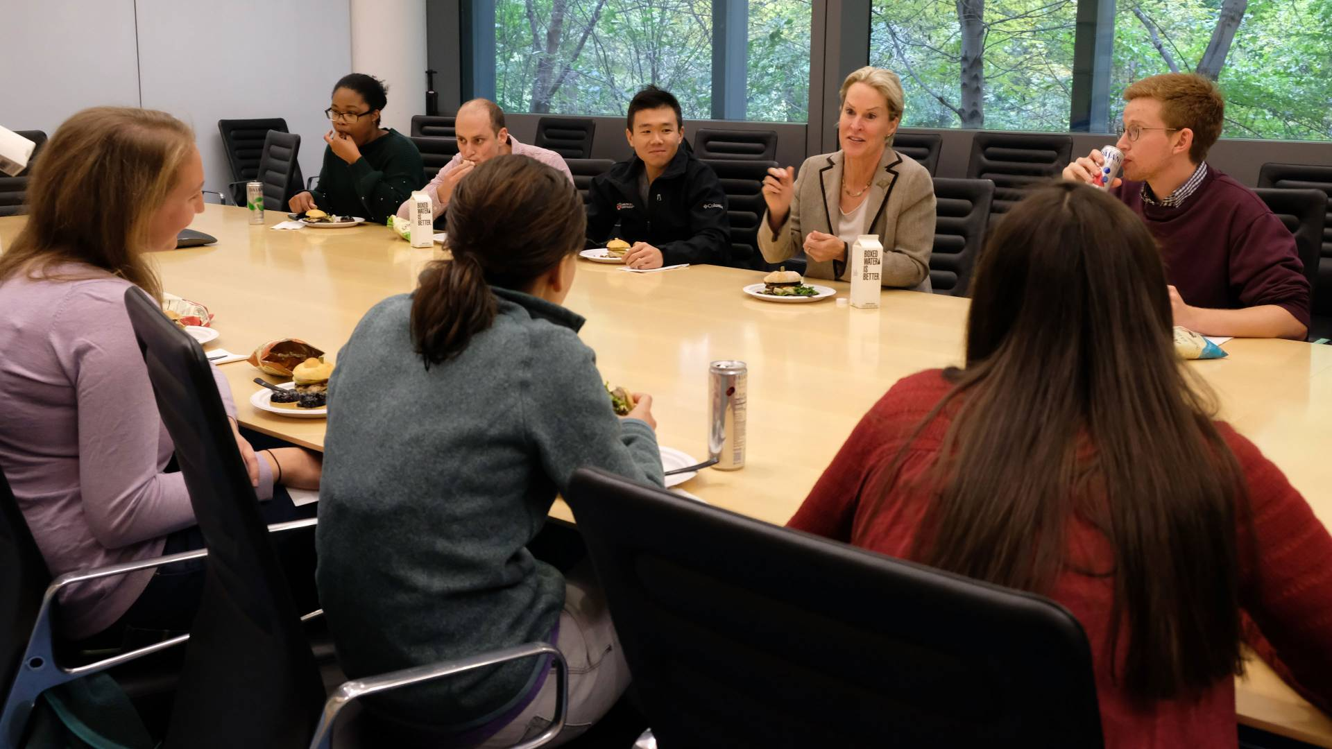 Frances Arnold having lunch with chemistry graduate students