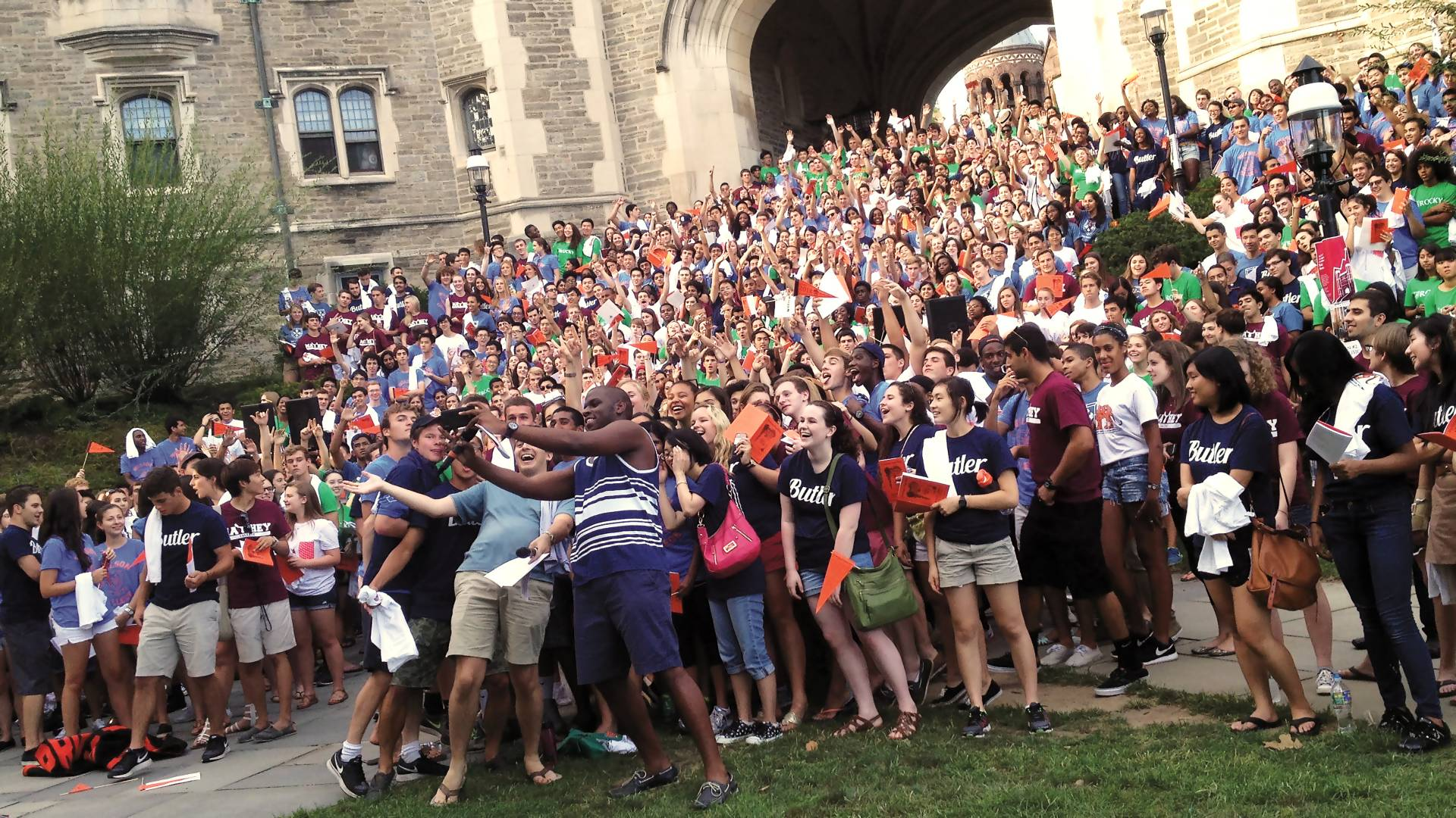 Crowd of students taking giant selfie on Blair Arch