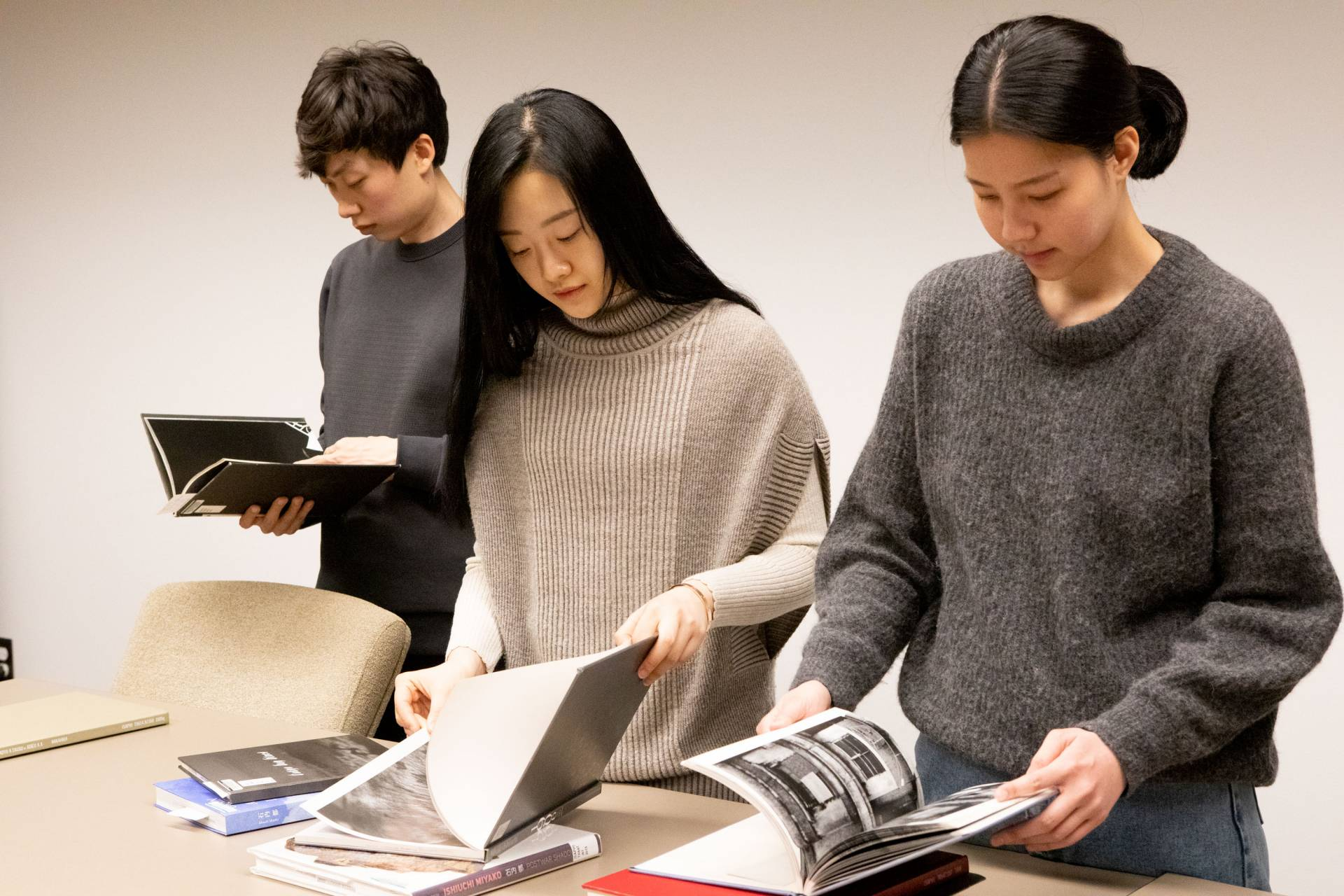 Students looking at Japanese magazines