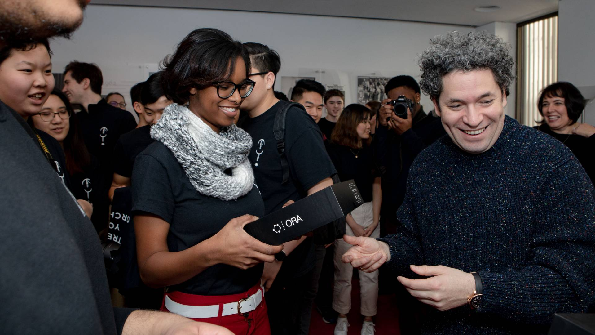 Dudamel presents students with gifts
