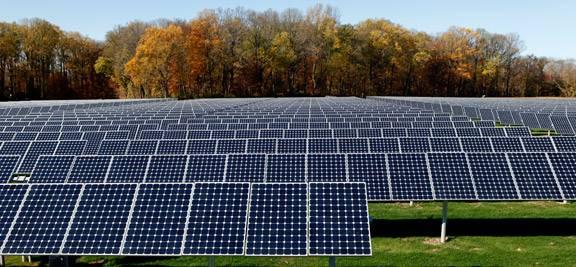 Solárne kolektory na poli