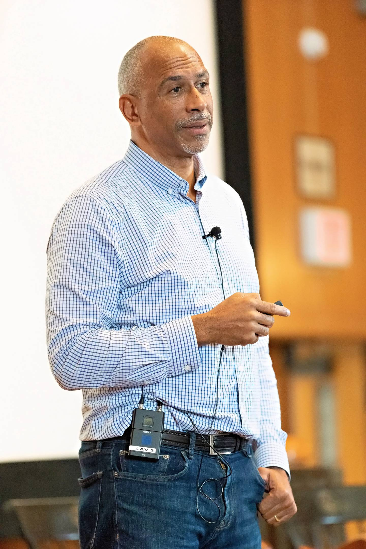 Pedro Noguera speaks to an audience